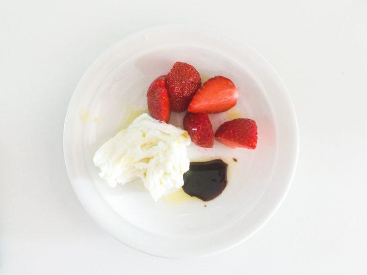 Juustoa, mansikkaa ja etikkaa