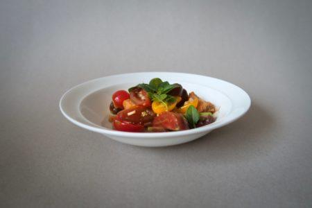 Panzanella eli tomaatti-leipäsalaatti